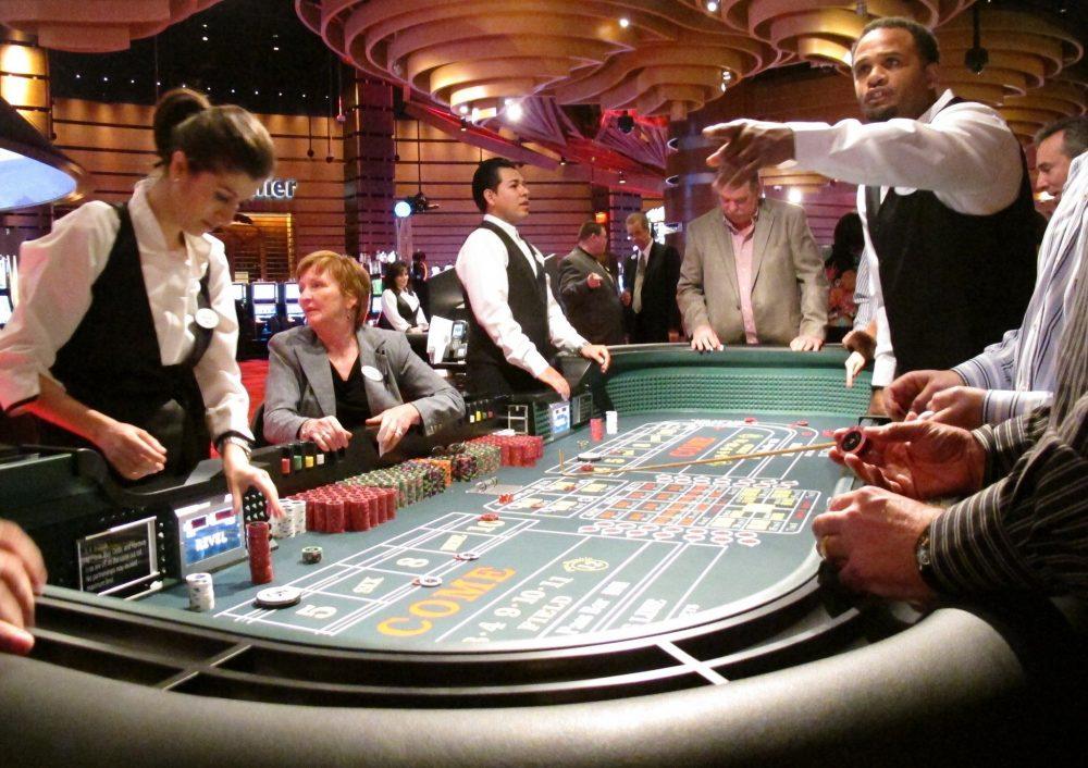 カジノで働くための要件は何ですか